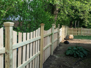 4' Spaced Concave Fence with Decorative Caps (Side View)