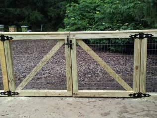 4' Dog Run Fence (Front View)