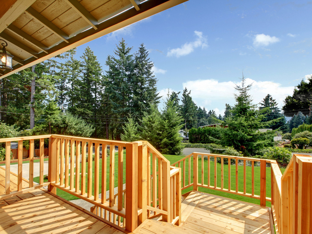 3 good reasons to build a deck at your home